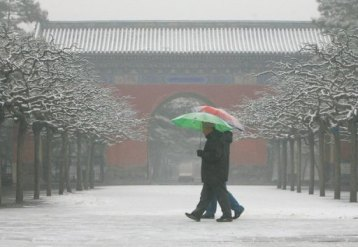 To meet water demands, Beijing have started melting snow. (Image courtesy of Agence France-Presse)